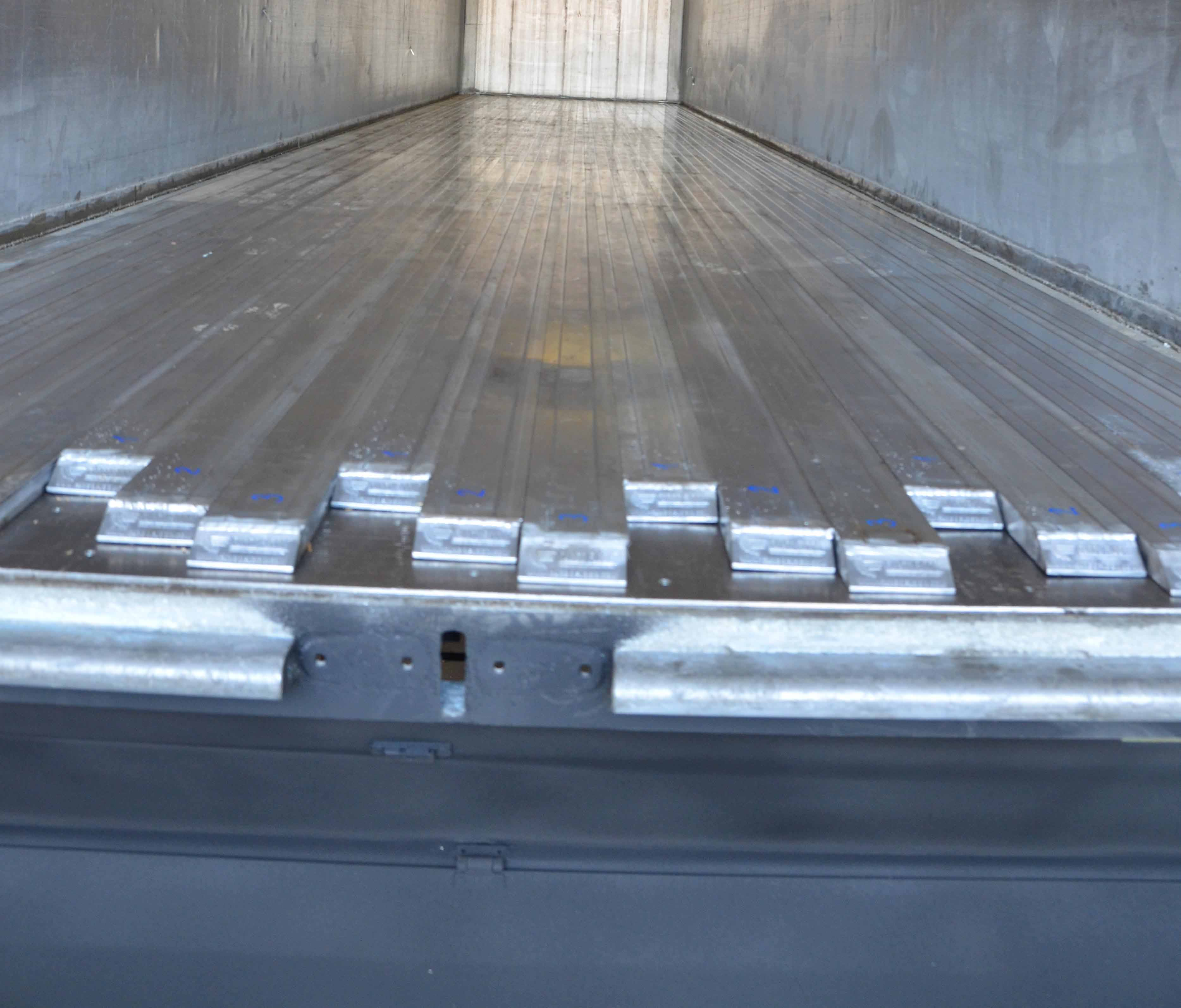 Moving floor of truck trailer after a full repair